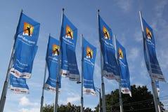 Banderas con el logotipo de Abierto de Australia que agita en el viento Imagen de archivo