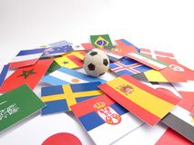 Banderas con la bola del fútbol isloated en blanco Fotografía de archivo