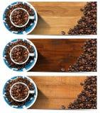 Banderas con los granos y la taza asados de café Fotografía de archivo libre de regalías