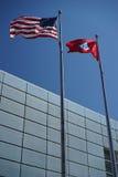 Banderas de Estados Unidos y de Arkansas imagen de archivo