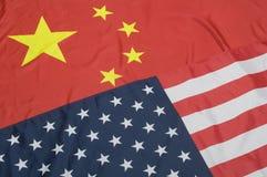 Banderas de Estados Unidos y de China Imágenes de archivo libres de regalías