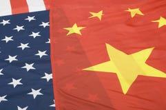 Banderas de Estados Unidos y de China Imagen de archivo