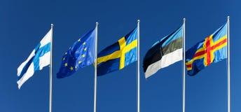 Banderas de Finlandia, Eurounion, Suecia, Estonia, islas de Aland Foto de archivo