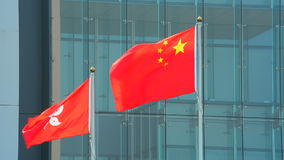 Banderas de Hong-Kong y de China metrajes