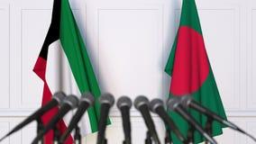 Banderas de Kuwait y de Bangladesh en la rueda de prensa internacional de la reunión o de las negociaciones animación 3D metrajes