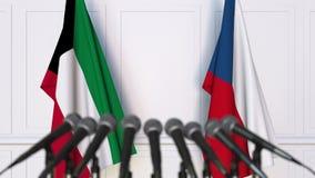 Banderas de Kuwait y de la República Checa en la rueda de prensa internacional de la reunión o de las negociaciones animación 3D almacen de video