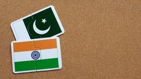Banderas de la India y de Paquistán fotos de archivo