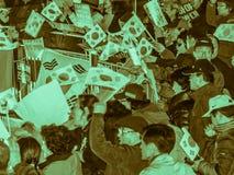 Banderas de la onda de la gente en apoyo de presidente Park Guen-Hye Imagenes de archivo