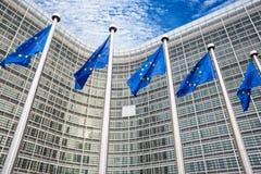 Banderas de la UE delante de Berlaymont Foto de archivo libre de regalías