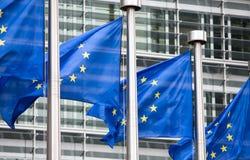 Banderas de la UE delante de Berlaymont Fotografía de archivo libre de regalías