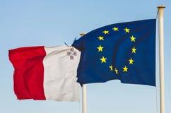 Banderas de la UE y de la Malta Imagen de archivo libre de regalías