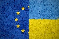 Banderas de la unión europea y de Ucrania Foto de archivo libre de regalías