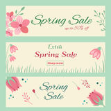 Banderas de la venta de la primavera con el ornamento floral dibujado mano Foto de archivo libre de regalías