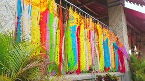Banderas de Lanna, Wat Phra That Hariphunchai Temple, Lamphun, Tailandia almacen de metraje de vídeo