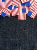 Banderas de los E.E.U.U. en un fondo del dril de algodón Foto de archivo