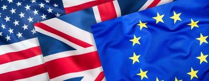 Banderas de los E.E.U.U. Reino Unido y de la UE Collage de tres banderas Banderas de UE Reino Unido y los E.E.U.U. junto Imagen de archivo libre de regalías