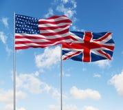 Banderas de los E.E.U.U. y de Reino Unido foto de archivo libre de regalías