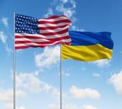 Banderas de los E.E.U.U. y de Ucrania foto de archivo libre de regalías