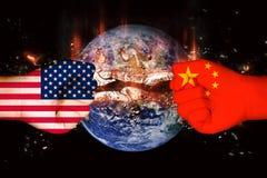 Banderas de los E.E.U.U. y de China imagen de archivo libre de regalías
