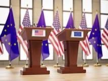 Banderas de los E.E.U.U. y de la UE de la unión europea y tribunas en la reunión o la conferencia internacional Relación entre el stock de ilustración
