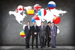 Banderas de los países diferentes en el mapa blanco Fotos de archivo libres de regalías