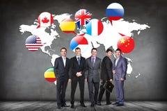 Banderas de los países diferentes en el mapa blanco Imagenes de archivo
