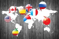 Banderas de los países diferentes en el mapa blanco Imágenes de archivo libres de regalías