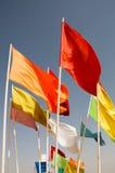 Banderas de Marruecos que agitan contra el cielo azul Foto de archivo