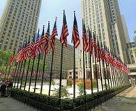 Banderas de Memorial Day en Rockefeller Centerl Imagenes de archivo