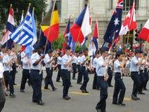 Banderas de muchas naciones en el desfile Fotos de archivo libres de regalías