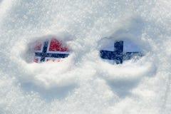 Banderas de Noruega y de Finlandia fotografía de archivo