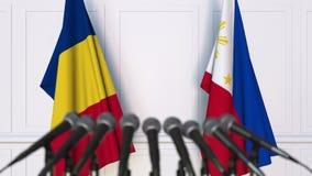 Banderas de Rumania y de Filipinas en la rueda de prensa internacional de la reunión o de las negociaciones animación 3D almacen de metraje de vídeo