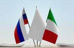Banderas de Rusia y de Italia Imagen de archivo libre de regalías