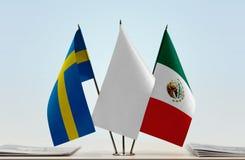 Banderas de Suecia y de México fotografía de archivo libre de regalías