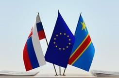 Banderas de UE y del Manual del Transportista de República Democrática del Congo, DROC, Congo-Kinshasa de Eslovaquia fotos de archivo