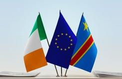 Banderas de UE y del Manual del Transportista de República Democrática del Congo, DROC, Congo-Kinshasa de Irlanda fotos de archivo