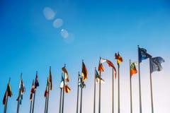 Banderas de unión europea contra el cielo azul Imágenes de archivo libres de regalías
