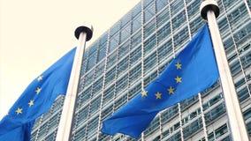 Banderas de unión europea que agitan en el viento en la cámara lenta almacen de video