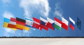 Banderas debajo del cielo azul Foto de archivo