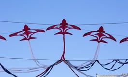 Banderas decorativas para celebrar las flechas rojas fotos de archivo libres de regalías