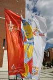 Banderas del día de juventud de mundo 2016 en el centro de papa Juan Pablo II en Lagiewniki imagen de archivo