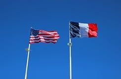 Banderas del estado de los Estados Unidos de América y de la Francia Fotos de archivo