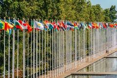 Banderas del mundo en la expo 98 cerca de Vasco de Gama Shopping Centre Fotos de archivo