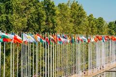 Banderas del mundo en la expo 98 cerca de Vasco de Gama Shopping Centre Fotos de archivo libres de regalías