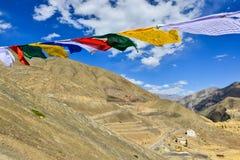 Banderas del rezo con el cielo azul Fotografía de archivo libre de regalías
