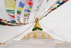 banderas del rezo en el stupa de Bodhnath en Katmandu, Nepal fotos de archivo