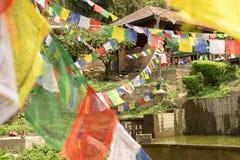 Banderas del rezo en Katmandu imagen de archivo