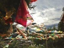 Banderas del rezo en Shangrila, Yunnan, China fotografía de archivo