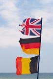 Banderas en asta de bandera Fotos de archivo
