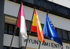 Banderas en ayuntamiento, provincia de Ciudad Real, España Puertollano Fotografía de archivo libre de regalías